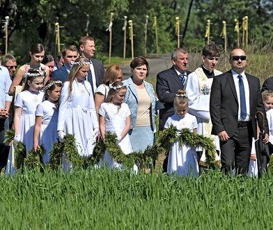 Droga na mszę prymicyjną syna premier Beaty Szydło - Tymoteusza.