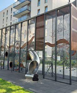 W Gdańsku Oliwie powstał plac zabaw. Przypomina szklarnię lub terrarium