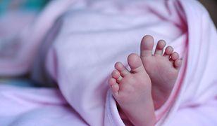 Słupsk. Policjant uratował 9-miesięczne dziecko (zdjęcie ilustracyjne)