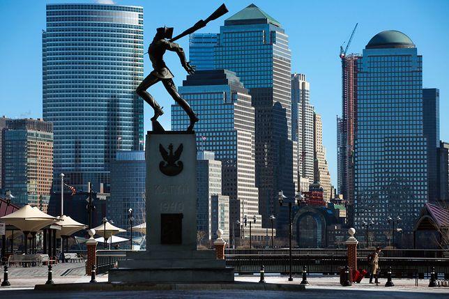 Pomnik Katyński usytuowany jest przy rzece Hudson