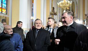 Ks. Sławomira Żarskiego (pierwszy z prawej) obok ministra kultury Piotra Glińskiego