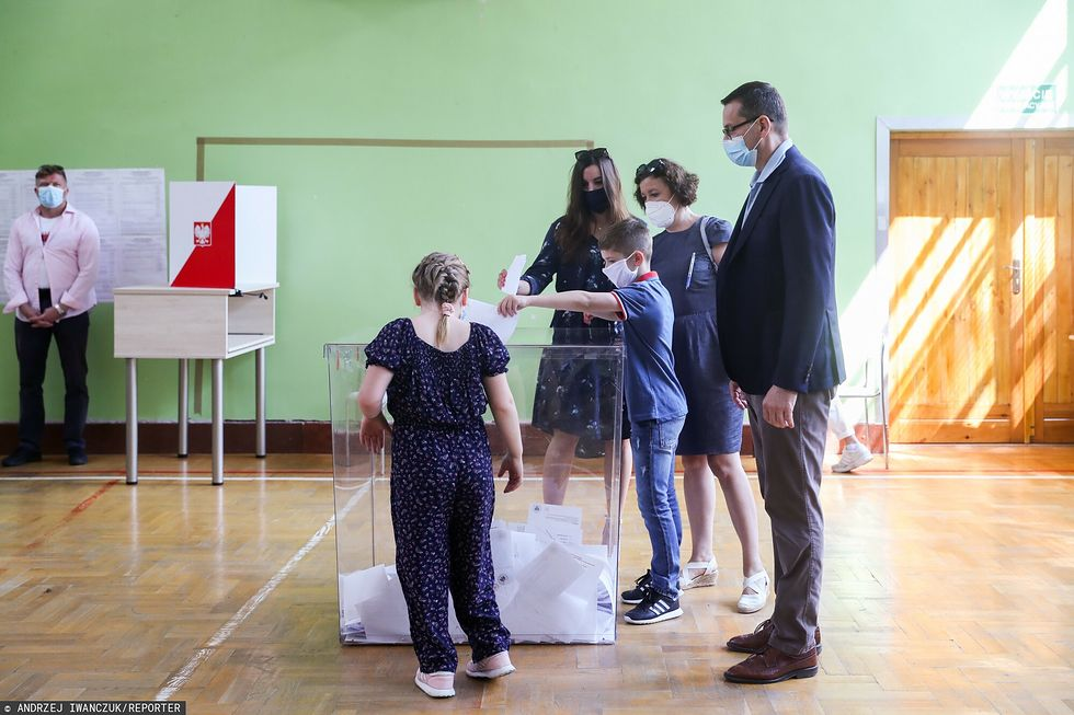 Premier Mateusz Morawiecki z rodziną podczas ubiegłorocznych wyborów prezydenckich