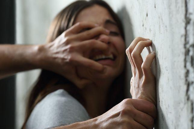 Wolverhampton: Nieletni zgwałcił, zamordował nastolatkę i jeszcze raz zgwałcił jej zwłoki. Ruszył jego proces