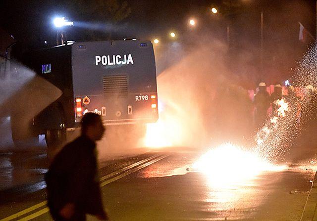Chuligani starli się z policją w Knurowie - zdjęcia