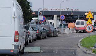 Ukraińskie samochody zarejestrowane w Polsce regularnie przekraczają granicę.