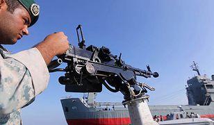Irański żołnierz na manewrach w cieśninie Ormuz