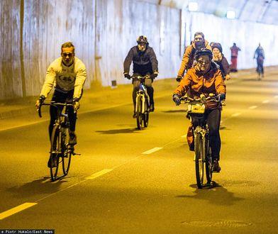 Na elektryczny rower trzeba wydać znacznie mniej niż na elektryczny samochód