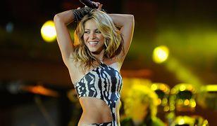 Shakira pozuje w kostiumie kąpielowym. Zaprojektowała go sama