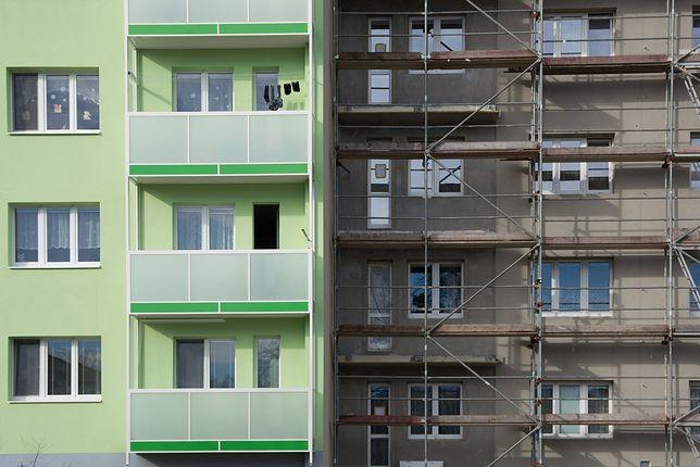 W przypadku remontu całości lub części budynku, konieczne będzie dokonanie zgłoszenia w starostwie powiatowym albo w urzędzie miasta na prawach powiatu.