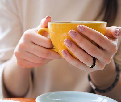Paznokcie jesień 2020. Jakie wzory i kolory są na czasie? Poznaj najmodniejsze propozycje manicure