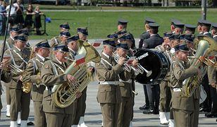 Poznański oddział AMW wyprzedaje wycofany z wojska sprzęt muzyczny
