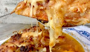 Filety z kurczaka z karmelizowaną cebulką i mozzarellą