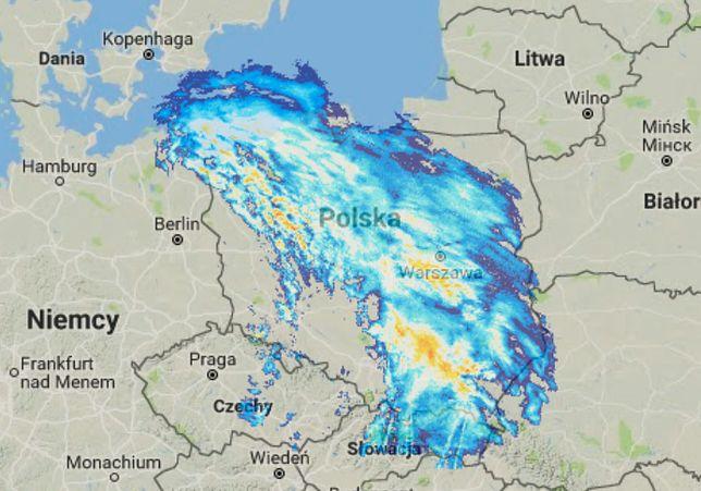 Strefa opadów nad Polską ok. godz. 7 rano
