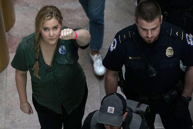 Amy Schumer i Emily Ratajkowski aresztowane. Protestowały przeciwko sędziemu oskarżanemu o molestowanie