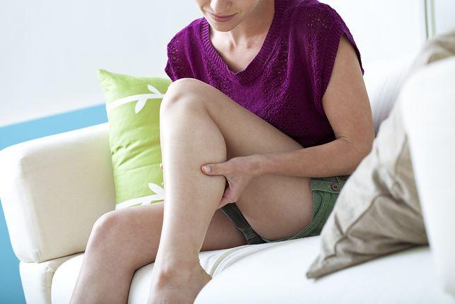 Ból w łydce może świadczyć o poważnej chorobie.