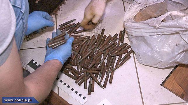 CBŚP uderzyła w osoby handlujące bronią w internecie