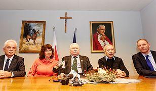 Były prezydent Lech Wałęsa i politycy Unii Europejskich Demokratów.