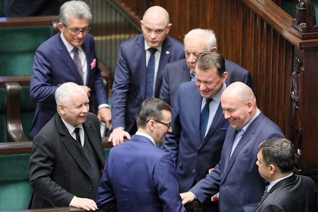 Mateusz Morawiecki odbiera gratulacje w Sejmie