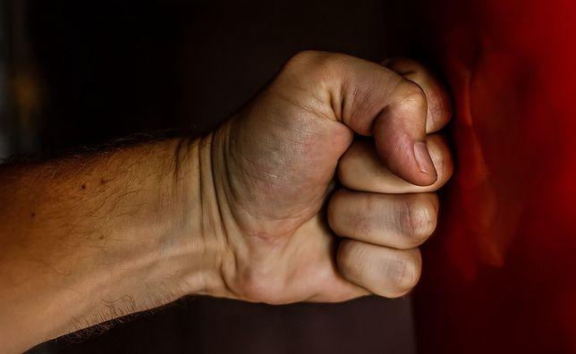 Śląskie. 30-letni mężczyzna w Żorach dotkliwie pobił kobietę, choć obowiązywał go zakaz zbliżania się do niej.