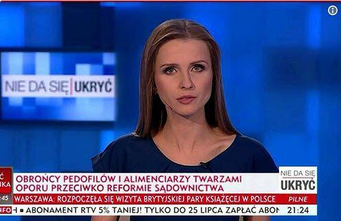 """Wiadomo kto pisze propagandowe """"paski"""" w TVP Info.To młode dziennikarki"""
