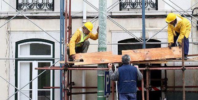 Spadek produkcji, zatrudnienia i zarobków w budowlance