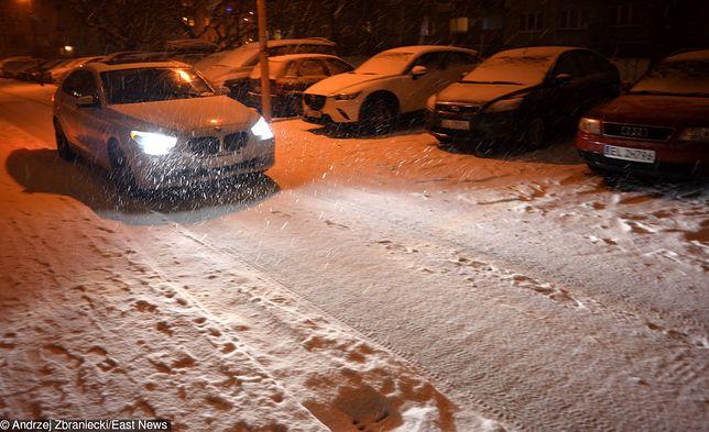 Na drogach utrzymuje się roztopiony śnieg