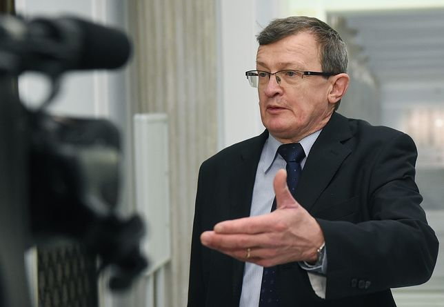 """Cymański mówi, że większość koalicji w parlamencie jest """"krucha jak chińska porcelana""""."""