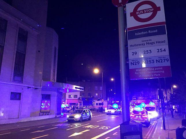 Atak terrorystyczny w Londynie w pobliżu meczetu. Jedna osoba nie żyje, co najmniej 10 rannych