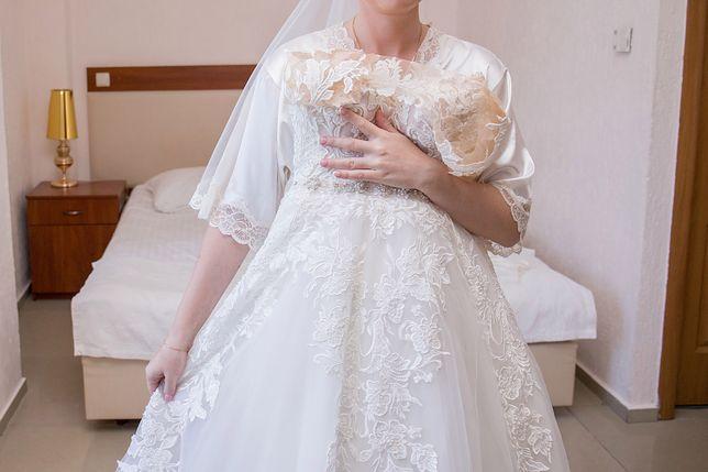 Panna młoda pokazała zdjęcia sukni ślubnej