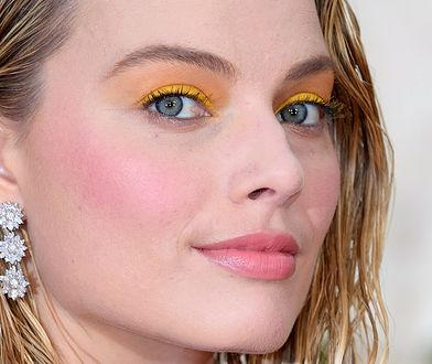 Neony na powiekach: jak wykonać w domu makijaż gwiazd?