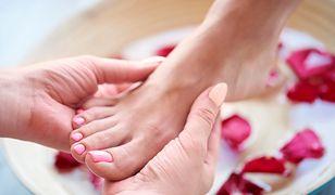Pedicure leczniczy krok po kroku - jak pielęgnować i regenerować stopy?