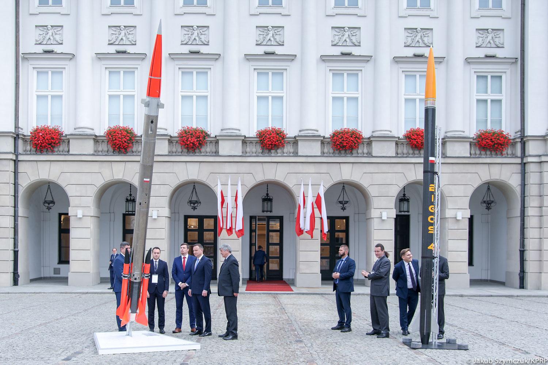 Rakiety pod Pałacem Prezydenckim. Andrzej Duda chce, by Polska podbijała kosmos
