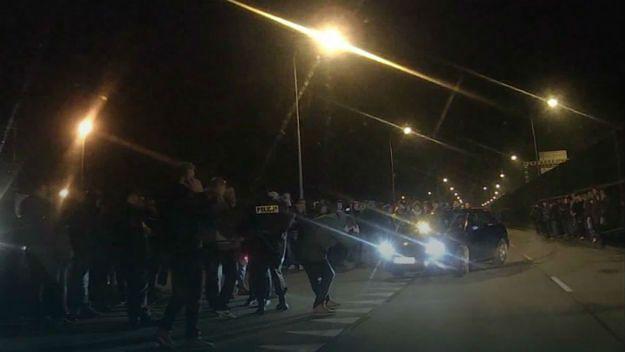 Krakowscy policjanci nie dopuścili do nielegalnych wyścigów. Nocny nalot i blisko 100 mandatów