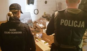 """Mazowieckie: funkcjonariusze przechwycili prawie 50 tys. szt. """"podróbek"""" m.in. perfum i odzieży o wartości niemal 7 mln. zł"""