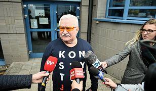 """Lech Wałęsa zamierza polecieć z prezydentem Dudą w koszulce """"Konstytucja"""""""