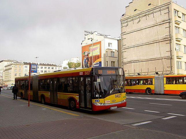 Mitsubishi wjechało w autobus!