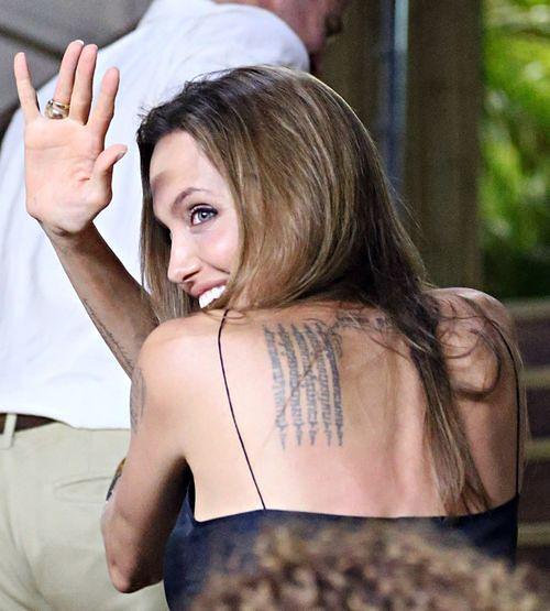 Angelina Jolie używa tylko trzech kosmetyków