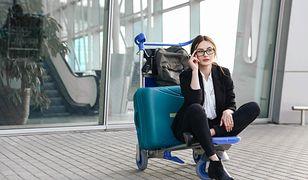 Podróżniczki, zwłaszcza te przemieszczające się samotnie, narażone są nierzadko na dwuznaczne czy wulgarne komentarze ze strony niektórych współpasażerów