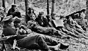 Partyzanci Ognia w obozie nad Przełęczą Borek, lato 1946 r.