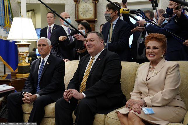 Sekretarz stanu USA Mike Pompeo (w środku) ma przylecieć do Polski
