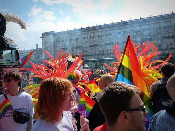 27 ambasad wspiera Paradę Równości