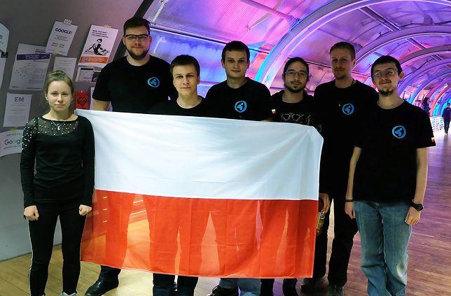 Członkowie p4 podczas zawodów 35C3 CTF w Lipsku w grudniu 2018
