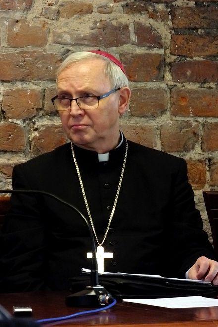 Koronawirus. Biskup Libera rozważa pomysł ustawiania krzyży morowych przy drogach