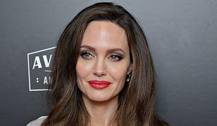 Angelina Jolie w satynowej sukni od ulubionej projektantki Kate Middleton