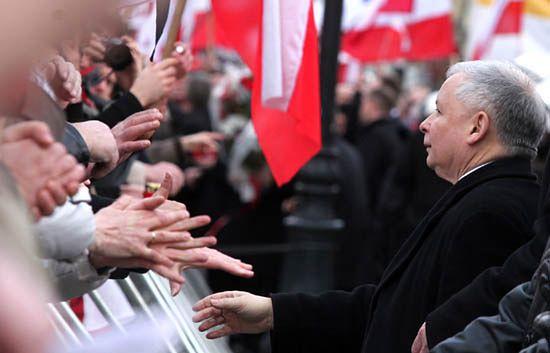 """""""Prezes PiS wychowuje w przekonaniu o swojej boskości"""""""