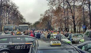 """Kolejny protest taksówkarzy. Protest """"łagodny"""", ale utrudnienia w ruchu będą"""