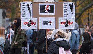 Protesty w Warszawie. Pod Sejmem kolejny protest po incydencie na sali obrad