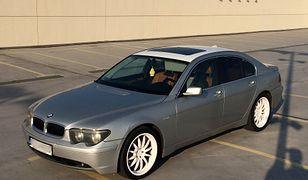 BMW serii 7 po modyfikacjach na sprzedaż. Poprzednim właścicielem był raper Tede