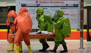 """Ćwiczenia służb w warszawskim metrze. """"Reakcja na atak chemiczny"""" [GALERIA]"""