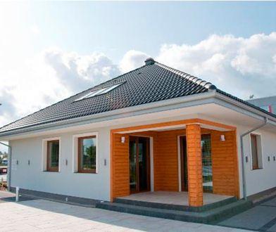 Budynki o niskiej inercji cieplnej szybko nagrzewają się od słońca i szybko wychładzają w nocy.